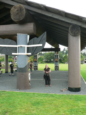 [first nation structure at Campbell River]